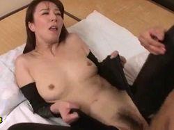 【お姉さん動画】ボンテージスーツで息子の友達を筆おろしする美人おばさん 澤村レイコ-おばさんの動画